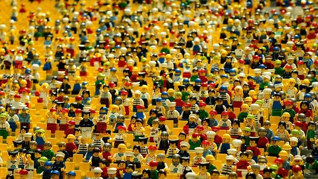 レゴのミニフィギュアがたくさん