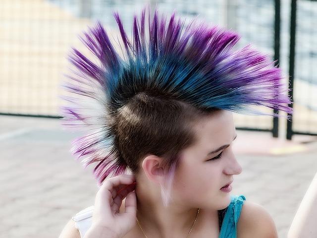 紫色のトマホークスタイルの女の子