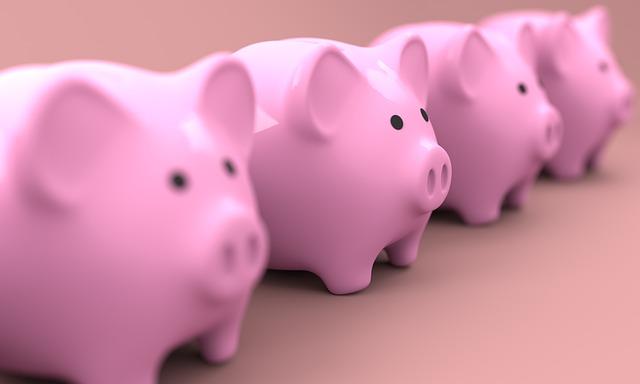 豚の貯金箱が4つ